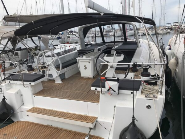 Yacht charter Athens