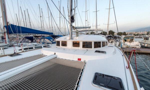 Lagoon 380 deck